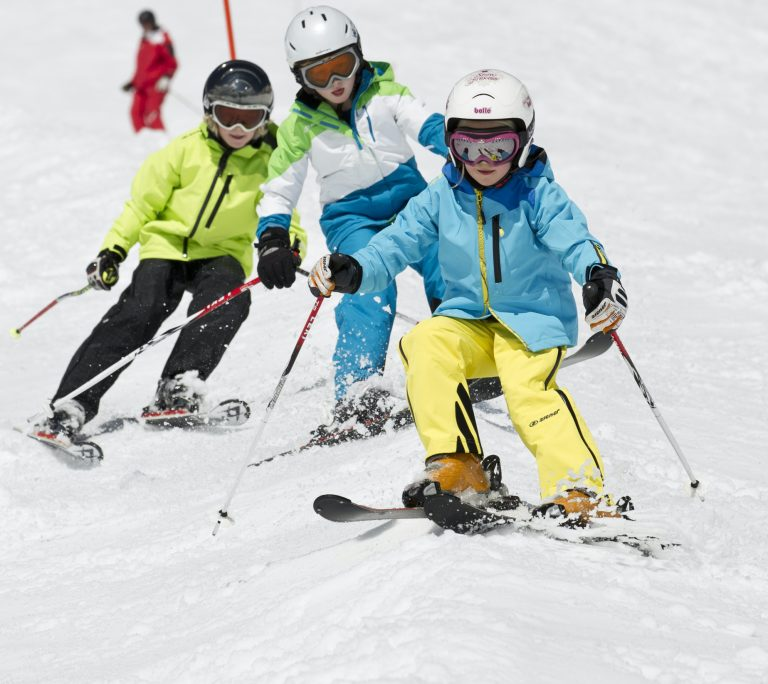 DSLV_Kids_on_snow_buckel